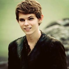 Robbie Kay as Peter Pan on Once Upon A Time. Those eyebrows though... <3 Katie OH MY GOD ITS PETER PAN