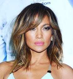 JLO is on fire 🔥😍 short hair inspiration 😍 Hair Extensions For Short Hair, Jlo Short Hair, Medium Hair Styles, Short Hair Styles, Fire Hair, Pretty Hairstyles, Long Bob Hairstyles, Mode Outfits, Brunette Hair