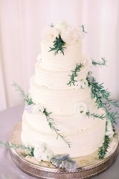This wedding cake looks fab! http://www.stylemepretty.com/new-jersey-weddings/princeton/2016/09/02/romantic-new-jersey-winter-wedding/ Photography: Kay English - http://www.kayenglishphotography.com/
