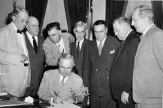 President Harry S. Truman signs the Atomic Energy Act of 1946 establishing the United States Atomic Energy Commission. List Of Presidents, Harry Truman, Manhattan Project, Executive Branch, Weapon Of Mass Destruction, History Page, Major Events, Head Of State, Power Energy