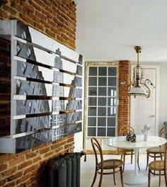 Idea original para decorar las paredes de tu casa con palet pintado #decoración #reciclaje #palets