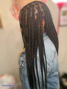 Medium/large knotless box braids # feed in Braids updo Newest Trend Out. Box Braids Hairstyles For Black Women, Braids Hairstyles Pictures, Twist Braid Hairstyles, African Braids Hairstyles, Braids For Black Hair, Black Girl Braids, Baddie Hairstyles, Girl Hairstyles, Short Box Braids