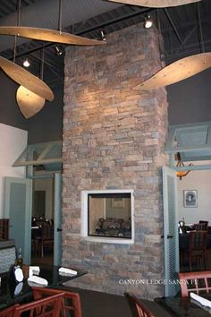 Great Ideas for Interior Decorating with Stone Veneer Stone Accent Walls, Natural Stone Veneer, Brick Masonry, Manufactured Stone, Stone Panels, Stone Cladding, Brick And Stone, Stone Houses, Stone Tiles