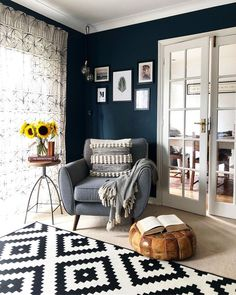 Having small living room can be one of all your problem about decoration home. To solve that, you will create the illusion of a larger space and painting your small living room with bright colors c… Navy Living Rooms, Living Room White, Living Room Decor, Small Living, Cozy Living, Dining Room, Decoration Inspiration, Room Inspiration, Home Interior