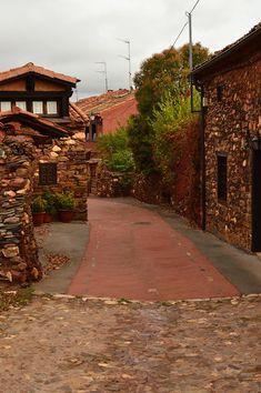 Calles del pueblo Madriguera, Segovia Spain Travel, Sidewalk, Country Roads, Ideas Para, Amazing, Places To Visit, Beautiful Places, Spain Tourism, Side Walkway