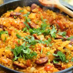 A 9 legjobb serpenyős étel vacsorára, amit egy órán belül elkészíthetsz   Nosalty Jambalaya, Le Creuset, Paella, Fried Rice, Mexican, Ethnic Recipes, Food, Essen, Meals