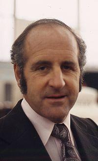 Informações pessoais Nome completoDenis Clive Hulme NacionalidadeNova Zelândia neozelandês Nascimento18 de junho de 1936 Nelson, Nova Zelândia Morte4 de outubro de 1992 (56 anos) Bathurst, Nova Gales do Sul Registros na Fórmula 1 Temporadas1965-1974 Equipes2 (Brabham e McLaren) GPs disputados112 Títulos1 (1967) Vitórias8 Pódios33 Pontos248 Pole positions1 Voltas mais rápidas9 Primeiro GPGP de Mônaco de 1965 Primeira vitóriaGP de Mônaco de 1967 Última vitóriaGP da Argentina de…