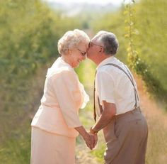 15 Older Couple wedding Photos to reminds that you are not too late