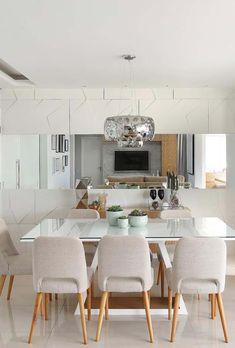 Revestimento de sala de jantar 3D e espelho