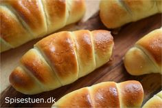 pølsehorn-hvide-og-bløde-11 Lunch Box Recipes, Snack Recipes, Greasy Food, Good Food, Yummy Food, Danish Food, Lunch To Go, Finger Foods, Food Inspiration