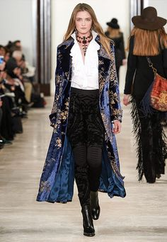On the final day of New York Fashion Week, Ralph Lauren unveiled his fall-winter 2016 collection with a runway show that featured glamorous looks for day and… New York Fashion, Runway Fashion, High Fashion, Fashion Show, Fashion Outfits, Womens Fashion, Fashion Design, Fashion Trends, Ralph Lauren Looks