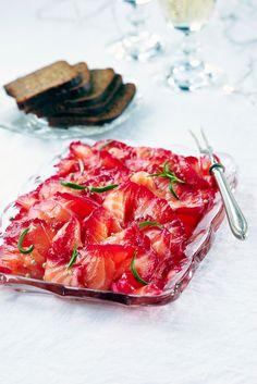 Punajuurigraavattu lohi Culinary Arts, Bruschetta, Fish Recipes, Nom Nom, Strawberry, Cooking Recipes, Favorite Recipes, Fruit, Ethnic Recipes