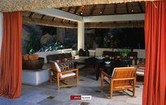 08/02 Si colocas cortinas en la terraza le darás un toque moderno y lounge; estos accesorios, cuyas telas son especiales, también ofrecen cierta privacidad y a determinadas horas bloquean los rayos directos del sol. #acapulco #terraza #outsidedesign #diseño #design #interiordesign #designersdaily #diariodeunadiseñadora