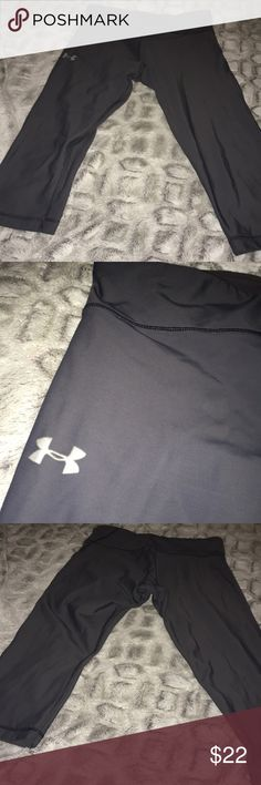 Women's Under Armour Cropped Workout Gear In excellent shape Under Armour Pants Ankle & Cropped