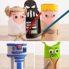 Muñecos de Star Wars de cartón @handfie - 1)Corta los rollos y da forma a los muñecosCorta los rollos de papel y da forma a los personajes de Star Wars. Por ejemplo, al Maestro Yoda hazle unas pequeñas orejas y para R2D2 recorta el …