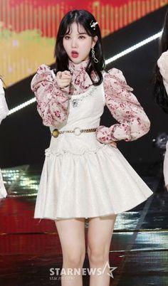Kpop Girl Groups, Korean Girl Groups, Kpop Girls, Jung Eun Bi, Entertainment, G Friend, Stage Outfits, Korean Singer, South Korean Girls
