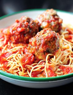 Classic Spaghetti and Meatballs ~ A classic spaghetti and meatballs recipe adapted from Lidia's Favorite Recipes by Lidia Matticchio Bastianich. -ahhh craving for pasta Meatball Recipes, Beef Recipes, Cooking Recipes, I Love Food, Good Food, Yummy Food, Yummy Yummy, Delish, Vegetarian Recipes