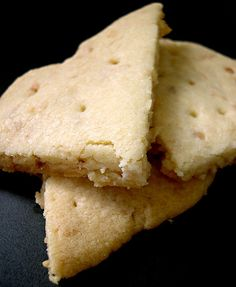 Scottish Shortbread cookies are a classic! They are easy to make, have only three ingredients, and there are many variations. Brownie Cookies, Yummy Cookies, Bar Cookies, Good Food, Yummy Food, Awesome Food, Holiday Recipes, Holiday Meals, Christmas Recipes
