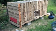 Chicken coop from pallets and old drawers