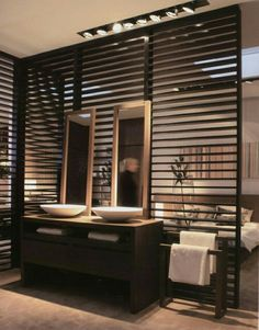 Wood partition wall between bathroom and bedroom Open Bathroom, Bathroom Interior, Bathrooms, Bad Inspiration, Bathroom Inspiration, Bathroom Ideas, Bathroom Trends, Wood Partition, Partition Ideas