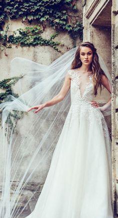 Amazing wedding dress!!!Love it !So beautiful !!!Want to buy it for my wedding.