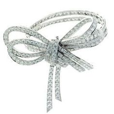 This amazingly sparkly Van Cleef & Arpels twisted bow bracelet will make my holiday dream look festive without going into the kitschy realm. Plus, the diamonds will draw attention to my Emilie polish by Julep!