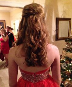Lovely long hairstyles with trendy look very beautiful look back view