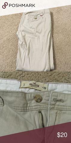 Hollister size 26 khaki pants Hollister size 26 khaki pants, some pilling in the crotch area Hollister Pants Skinny