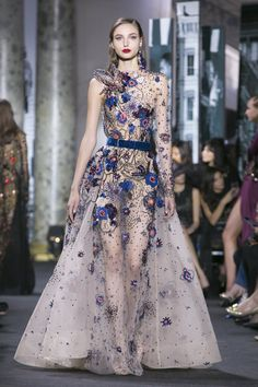 Elie Saab Fashion Show Couture Fall Winter 2016 in Paris Haute Couture Style, Couture Mode, Couture Fashion, Runway Fashion, Fashion Show, Fashion Design, Live Fashion, Fashion News, Dress Barn Dresses