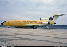 Braniff International [Airways], Boeing at Dallas-Love Field, August (Photo: Daniel Tanner, © Braniff Flying Colors Collection) Boeing 727, Boeing Aircraft, International Civil Aviation Organization, International Airlines, Airplane Art, Commercial Aircraft, Aircraft Pictures, Photo Online, Jet