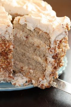 Banana Cake with Praline Filling and White Chocolate - Cook'n is Fun - Food Recipes, Dessert, & Dinner Ideas