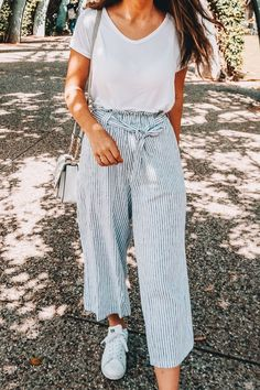 Stylish Travel Attire (Featuring The Most Comfortable Pants Ever - style - Moda World Best White Sneakers, White Sneakers Outfit, Women's Sneakers, Day Date Outfits, Fall Outfits, White Outfits, Best Outfits, Woman Outfits, Party Outfits