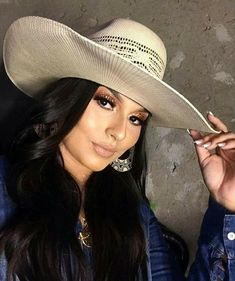 Estilo Cowgirl, Rodeo Cowgirl, Cowgirl Chic, Cowboy Hats, Never Give Up, Panama Hat, Cowgirls, Country Style, Fashion