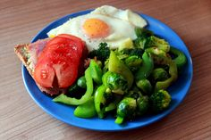 Post workout lunch: Toasted wholegrain bread with avocado, smoked tuna and tomato slices; 2 eggs; brussels sprouts, broccoli and green bell pepper stir fry