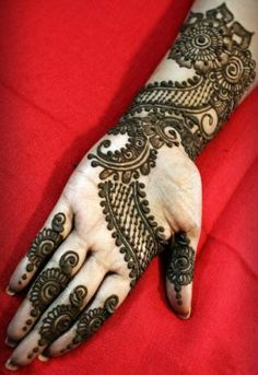 """Share this on WhatsAppThe Arabic mehndi designs are usually visible on wedding day and """"Henna nights"""". They also call Henna night as """"the night before [. Pakistani Henna Designs, Latest Arabic Mehndi Designs, Eid Mehndi Designs, Mehndi Designs For Beginners, Mehndi Designs For Girls, Mehndi Patterns, Simple Mehndi Designs, Henna Tattoo Designs, Mehndi Images"""