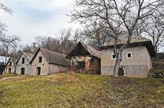 Vínne pivnice chyžky na Honte. Cabin, House Styles, Home Decor, Cabins, Cottage, Interior Design, Home Interiors, Wooden Houses, Decoration Home