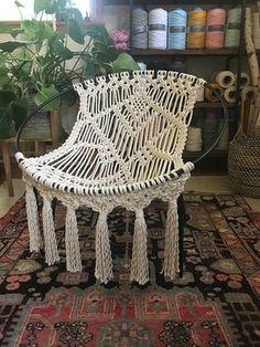 Chaise de hoop en macramé OOAK Mid Century Modern – Picture World Macrame Design, Macrame Art, Macrame Projects, Macrame Knots, Macrame Jewelry, Macrame Curtain, Macrame Plant Hangers, Modern Macrame, Macrame Chairs