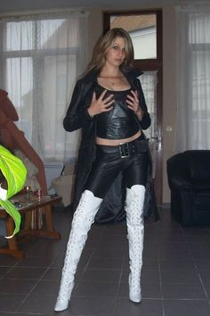 Hold them tight - Kniehohe Stiefel Thigh High Boots, High Heel Boots, Heeled Boots, Hot High Heels, Sexy Heels, High Leather Boots, Leather Pants, Leather Fashion, Fashion Boots