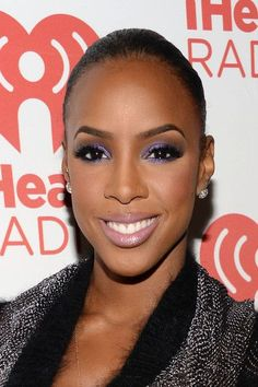 Kelly Rowland - i love this look on her! Kelly Rowland Photos - Entertainer Kelly Rowland attends the iHeartRadio Music Festival at the MGM Grand Garden Arena on September 2013 in Las Vegas, Nevada. - Backstage at the iHeartRadio Music Festival Dark Skin Makeup, Hair Makeup, Eye Makeup, Jessica Alba, Kelly Rowland Makeup, Kelis Hair, African American Makeup, Wedding Makeup For Brown Eyes, Beauty And The Beat