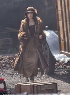Looking suitably glamorous in attire, the actress - the wife of actor Tom Hardy, 39 - was decked out in a cloche hat decorated with a satin ribbon and feathers Peaky Blinders Costume, Charlotte Riley, Vintage Outfits, Vintage Fashion, 20th Century Fashion, Cloche Hat, Movie Costumes, Outfits With Hats, Costumes For Women