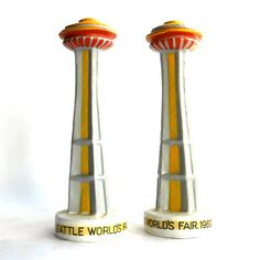 1962 Vintage Seattle Worlds Fair Salt and Pepper Shakers Salt N Pepa, Salt Cellars, Shake Shake, Salt Box, Kitchen Ware, Vintage Sewing Machines, Salt And Pepper Set, Egg Cups, Cream And Sugar