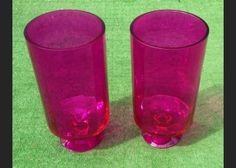 Pareja de jarrones de cristal color magenta, años 80