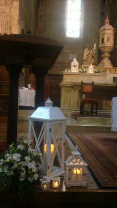 Lara e Niccolò. 2014, Matrimonio in Duomo di San Gimignano. addobbo floreale aromatiche e sancarlini con Lanterne