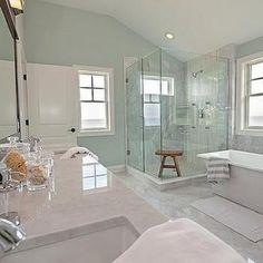 Nice 43 Amazing Coastal Style Bathroom Designs Ideas. More at https://trendhomy.com/2018/02/26/43-amazing-coastal-style-bathroom-designs-ideas/