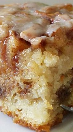 Apple Cinnamon Roll Cake Apple Cinnamon Roll Cake If you like cinnamon rolls youll love this easy apple dessert recipe Brownie Desserts, Mini Desserts, Easy Desserts, Desserts With Apples, Baking Desserts, Cake Baking, Greek Desserts, Baking Soda, Cooking With Apples