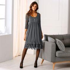 Robe boule dentelle - base volantée. Craquante cette robe avec son tourbillon de volants et de dentelle, elle nous fait nous sentir bien et ça se voit !