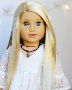 Grace mold with blonde wig American Girl Doll Julie, Custom American Girl Dolls, American Girl Doll Pictures, My American Girl Doll, Custom Dolls, American Girl Bedrooms, Poupées Our Generation, American Girl Hairstyles, America Girl
