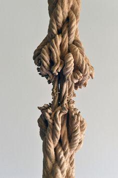 Schrödingers Holz – es bleibt spannend  Die Kunst von Maskull Lasserre, eines Künstlers aus Montreal, Kanada, lebt von Kontrasten und Spannung. Mit seinen Plastiken und Installationen wil...