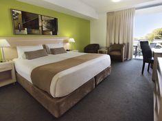 Oaks Gateway on Palmer - Hotel Room #308b - Bedroom
