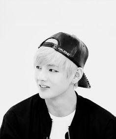 Kim tae hyung literally the cutest gif of him.